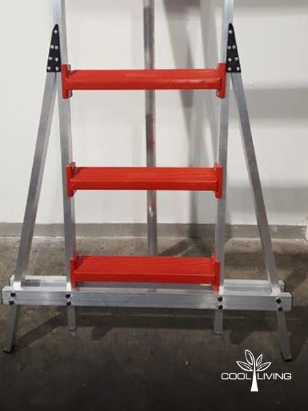 Ladder broad base with double horizontal 25 x 50 mm tube support secured with bolts